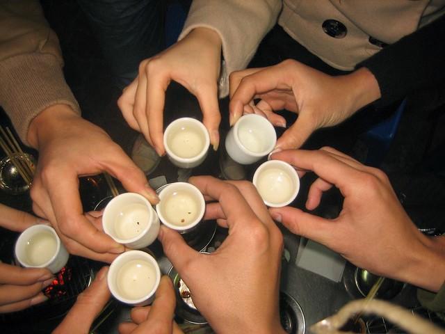 Bí kíp để uống rượu không say trong dịp Tết