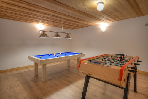 salle de jeu avec billard et v ritable babyfoot de caf bo. Black Bedroom Furniture Sets. Home Design Ideas
