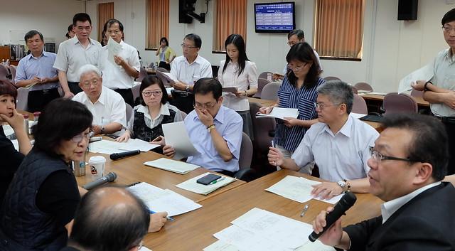 立院經濟委員會修電業法,促協金法制化 攝影:陳文姿
