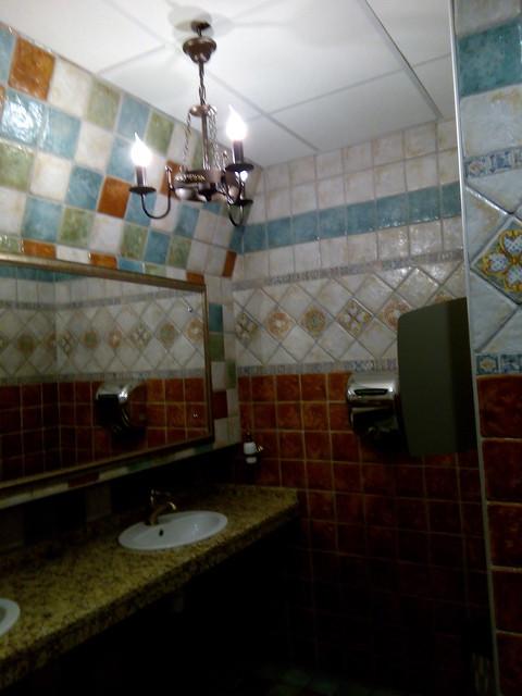 Очень красивый туалет в ресторане Макс Брой во Владимире | horoshogromko.ru