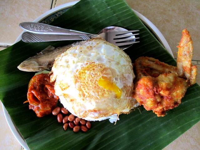 Hari Hari Daun Pisang nasi lemak special