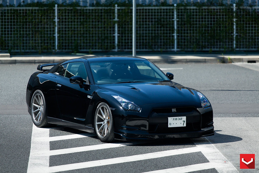 "Nissan R35 Skyline GTR | 20"" Vossen VFS1 Concave Wheels - … 