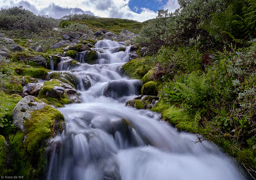 A small waterfall at Heddersvatn