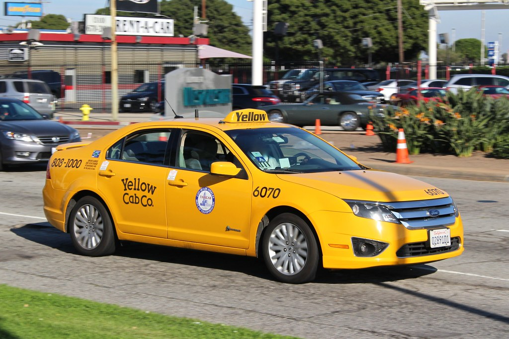 Yellow cab co ford fusion taxi headed to los angeles for Schuhschrank yellow cab