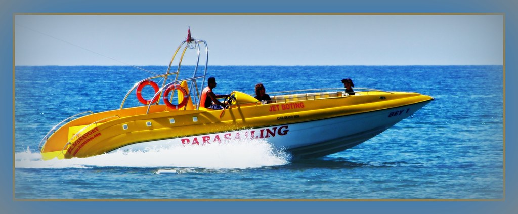 Parasailing boat in Side (Turkey) - Parasailing-Boot in Si ...