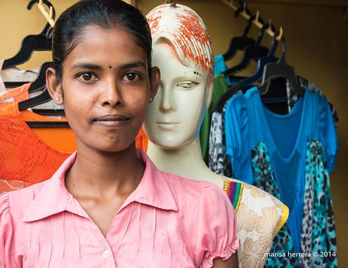 Dependienta de tienda de ropa. Salesperson. | by Marisa y Angel - 16327205221_d8d18f80f9