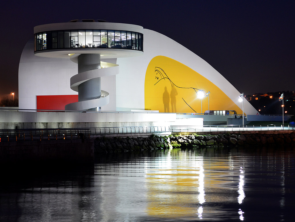 Avil s centro cultural oscar niemeyer noche 10 02 1015 - Arquitectos aviles ...