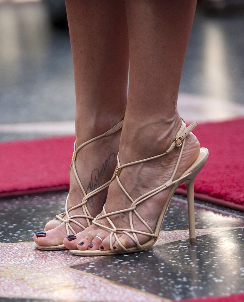 Jennifer aniston feet 618710 smarty smart flickr - Jennifer aniston barefoot ...