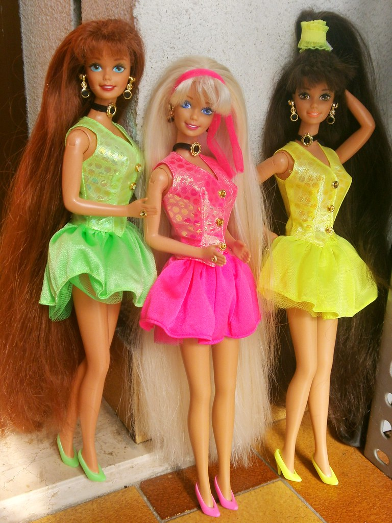 Cut N' Style Barbies Group