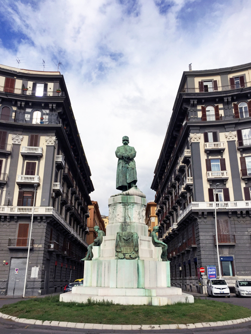 6_monumento_a_re_umberto_1