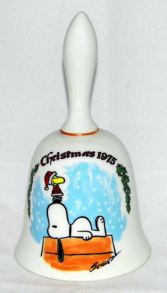 Vintage 1975 Peanuts Christmas Bell By Schmid With Snoopy Woodstock Made In Japan