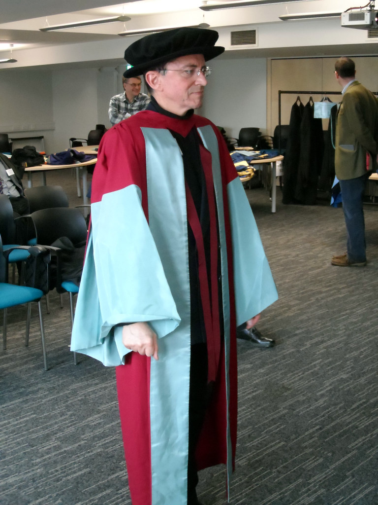 PhD (Hull)   PhD full-dress gown, hood and hat, University o…   Flickr