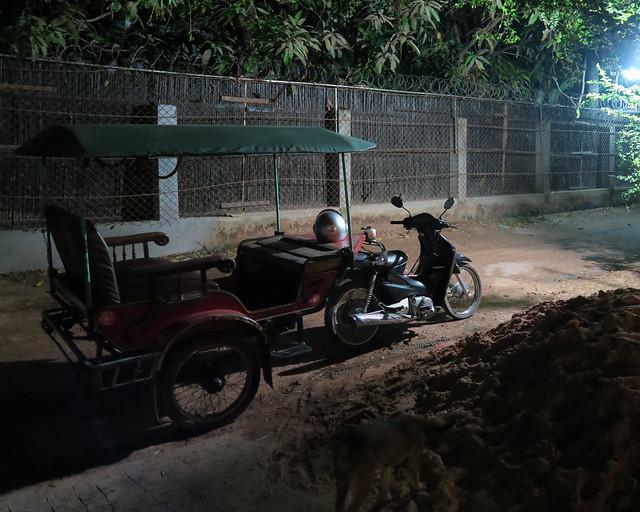Tuktuk que nos llevó hasta las ruinas de Angkor Wat al amanecer