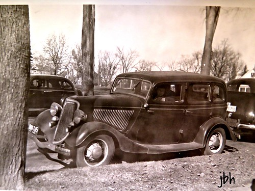 1934 ford 4 door sedan my mother 39 s bridesmaid waits in for 1934 ford door