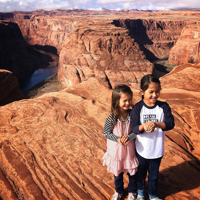 Don't expect great pictures or the kids to look at the camera during the mid-day sun. See you again at sunset, Horseshoe Bend. #toobright #malimishsisters #followthesunapparel by malimish_marlene