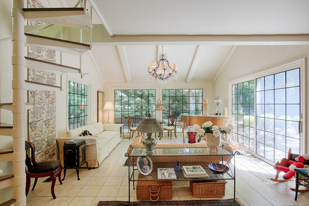 real estate photography Interior living room Buffalo Williamsville