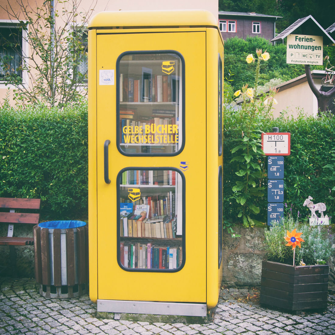 Gelbe Bücher Wechselstelle in Krippen
