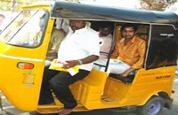 Santhanam's Girivalam in Auto rickshaw | 35 Birthday Celebration at Thiruvannamalai