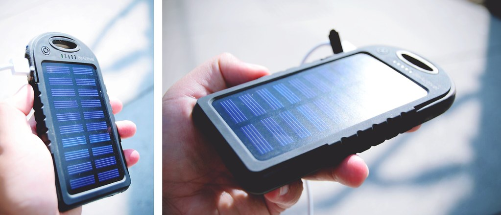 Nooit meer een lege telefoon op reis met deze Solar Powerbank | via It's Travel O'Clock