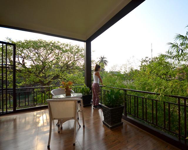 Terraza de uno de los mejores hoteles donde dormir en Siem Reap