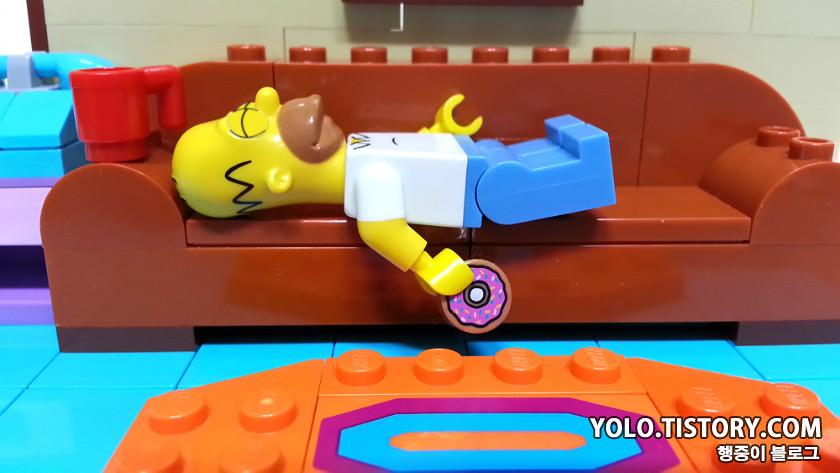 LEGO SIMPSON LIVING ROOM | Yolo.tistory.com/199 | Yong Kwan Lim | Flickr