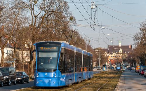 Auf der Linie 19 sind seit heute wieder Avenio-Züge anzutreffen