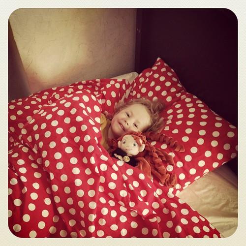 Klein meisje in een groot bed fie flickr - Bed voor een klein meisje ...