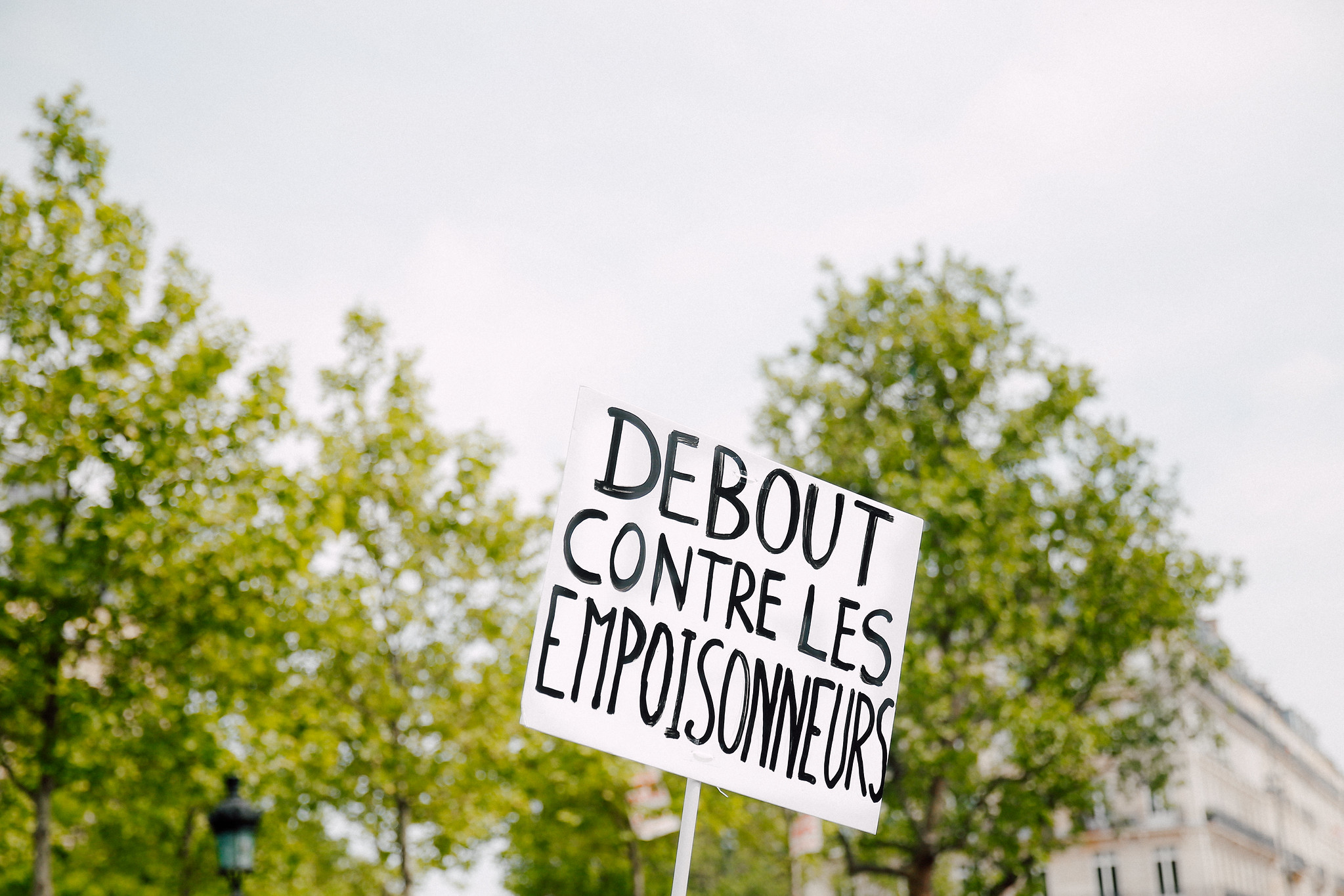 March against Monsanto - Paris, May 2016. Changer sa manière de consommer. Changer de consommation. Manger bio. Manifestation contre monsanto et bayer