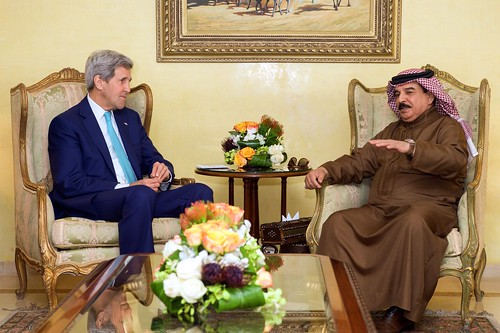 Secretary Kerry Sits With King Hamad of Bahrain at Outset of Meeting Amid Egyptian Development Conference