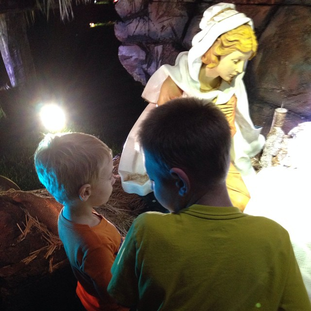 Up close at the #temple to see the nativity #mesatemple #family