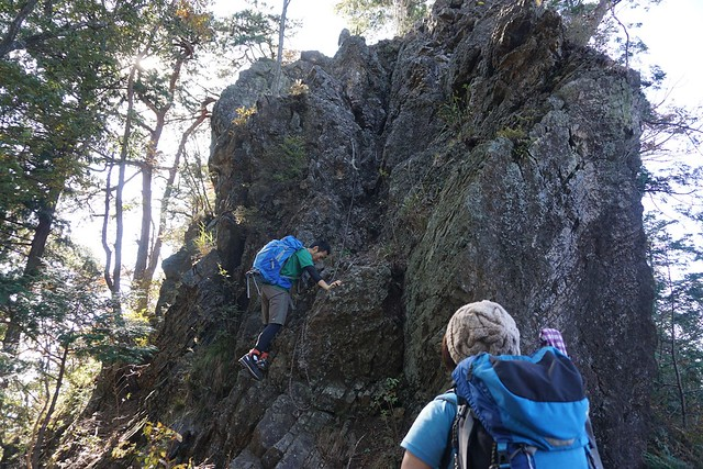 御嶽山から赤岩山の岩場
