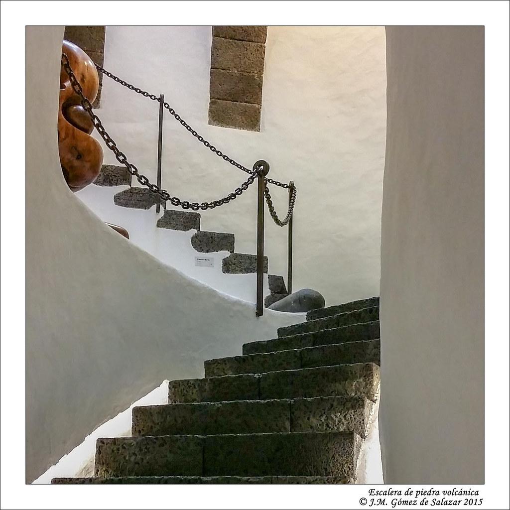 Escalera de piedra volc nica en el castillo de san juan a for Piedra volcanica
