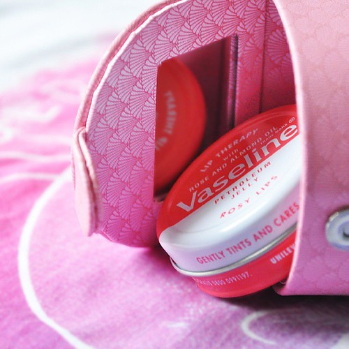 Ta wazelinka jest naprawdę niezła! Recenzja już czeka na blogu: www.xkeylimex.blogspot.com :) #review #blogerka #recenzja #blog #bloger #beautybloger #vaseline #rose #wazelina #balsamdoust #lipbalm #pink #unilever
