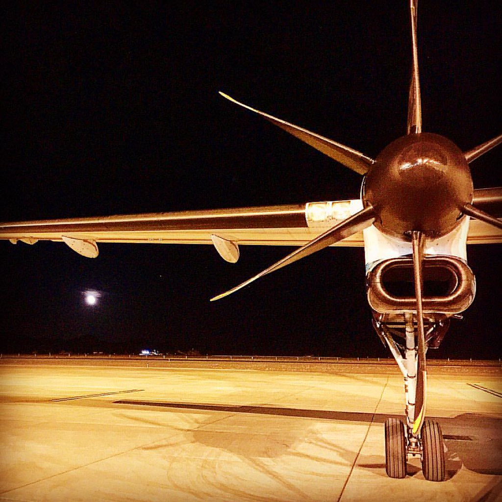 Mooning Over New Missoni: Moon Over Wings. #plane #wing #airport #redmond #oregon #p