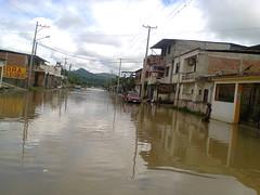Fuertes lluvias causan taponamientos de las alcantarillas en Chone