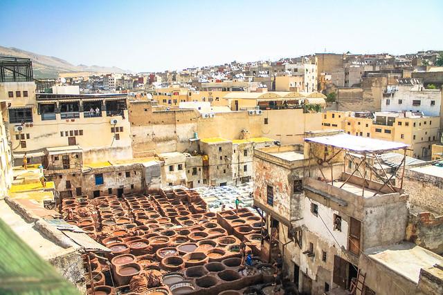 Les fameuses tanneries dans la médina de Fès au Maroc
