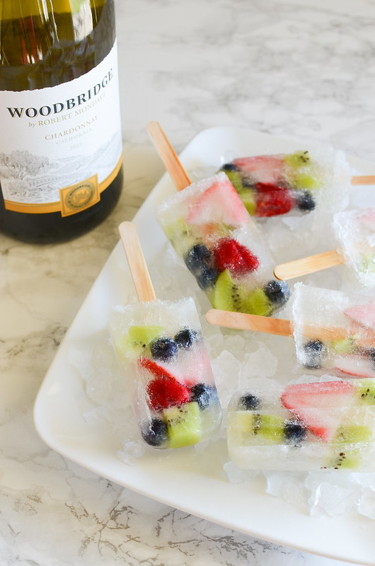 Sangria Popsicles - easy and delicious! Only a few ingredients! Perfect for your next party!