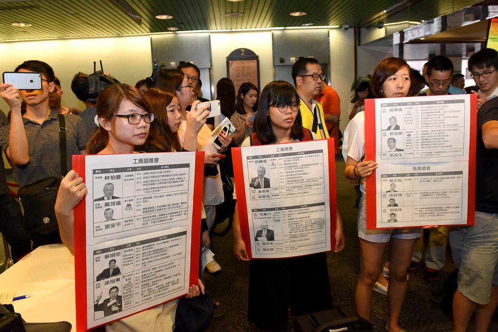 勞團痛批工商協進會等企業大老是「過勞兇手」威脅台灣勞工。(攝影:宋小海)