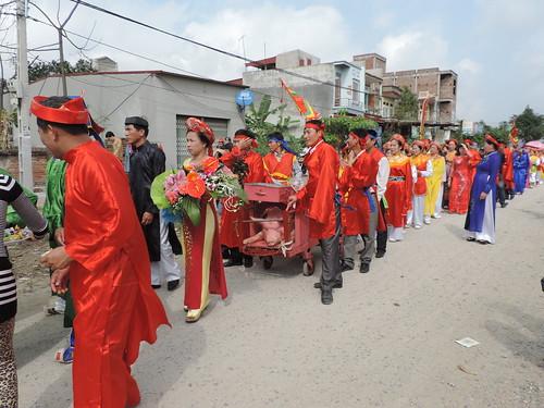 Morning procession around Nem Thuong village, 2015