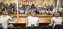 Expedition 48 Suit Up (NHQ201607070069)