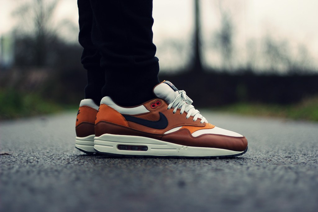 air max 1 escape on feet