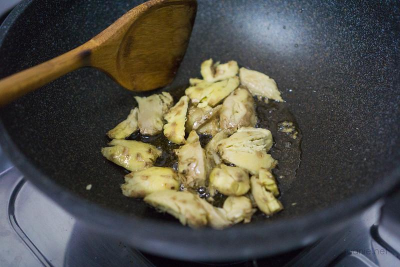 Fuzhou Red Wine Chicken - fry ginger