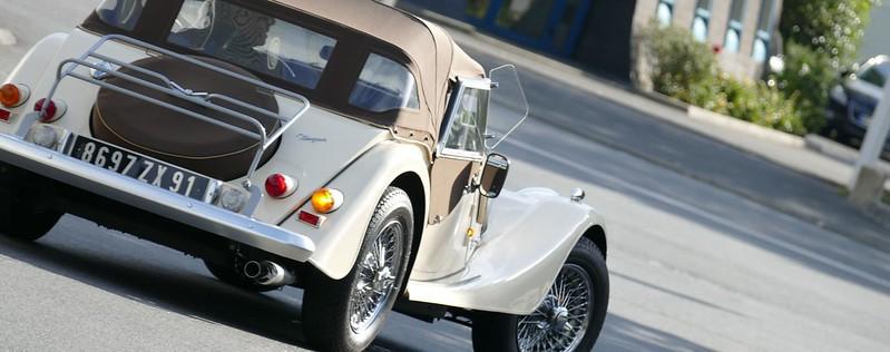 Transport et arrimage d'une Morgan Plus 4 sur remorque 29529906172_365721d73b_c
