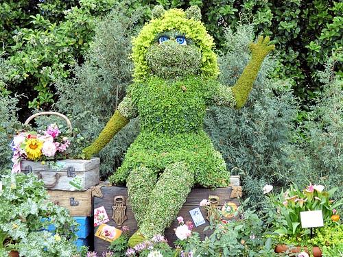 miss piggy tour de fleurs garden miss piggy tour de fl flickr. Black Bedroom Furniture Sets. Home Design Ideas