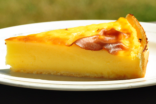 Bretagne-Urlaub 2016. Süße Tartelettes im Garten: Apfel-, Johannisbeer-, Aprikosentörtchen ... und ein Flan - Foto: Brigitte Stolle 2016