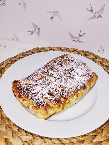 hojaldre-manzana-níspero-pasas