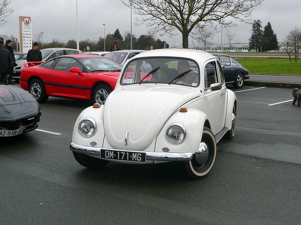 a little vw beetle arrives at the gathering la roche sur y flickr. Black Bedroom Furniture Sets. Home Design Ideas