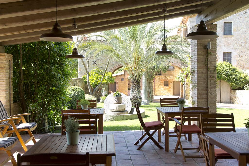 Mas rosell casa rural r stica jardines con piscina y barb for Barbacoa y piscina madrid
