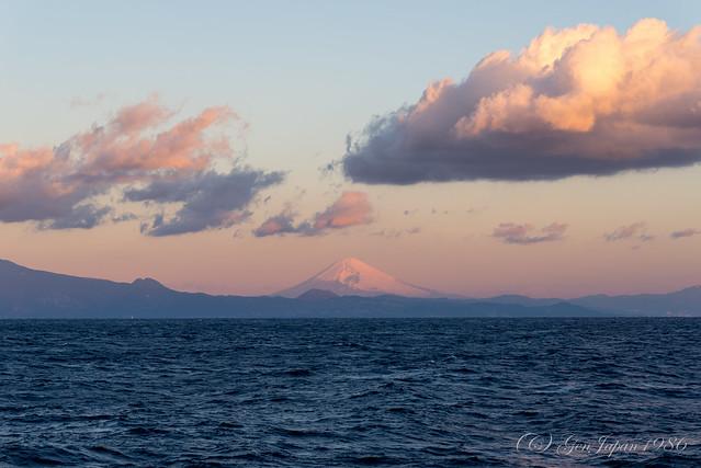さるびあ丸から見た赤富士