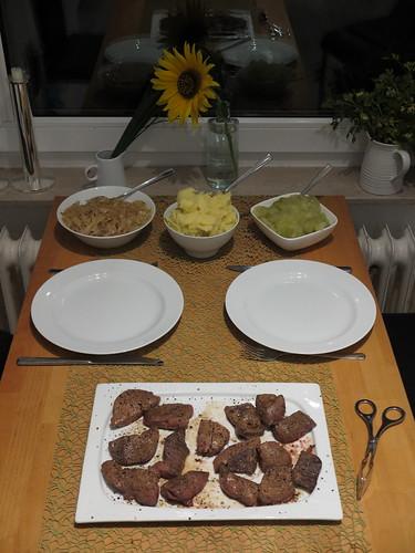 Rinderleber mit Apfelkompott, Zwiebeln und Kartoffelstampf